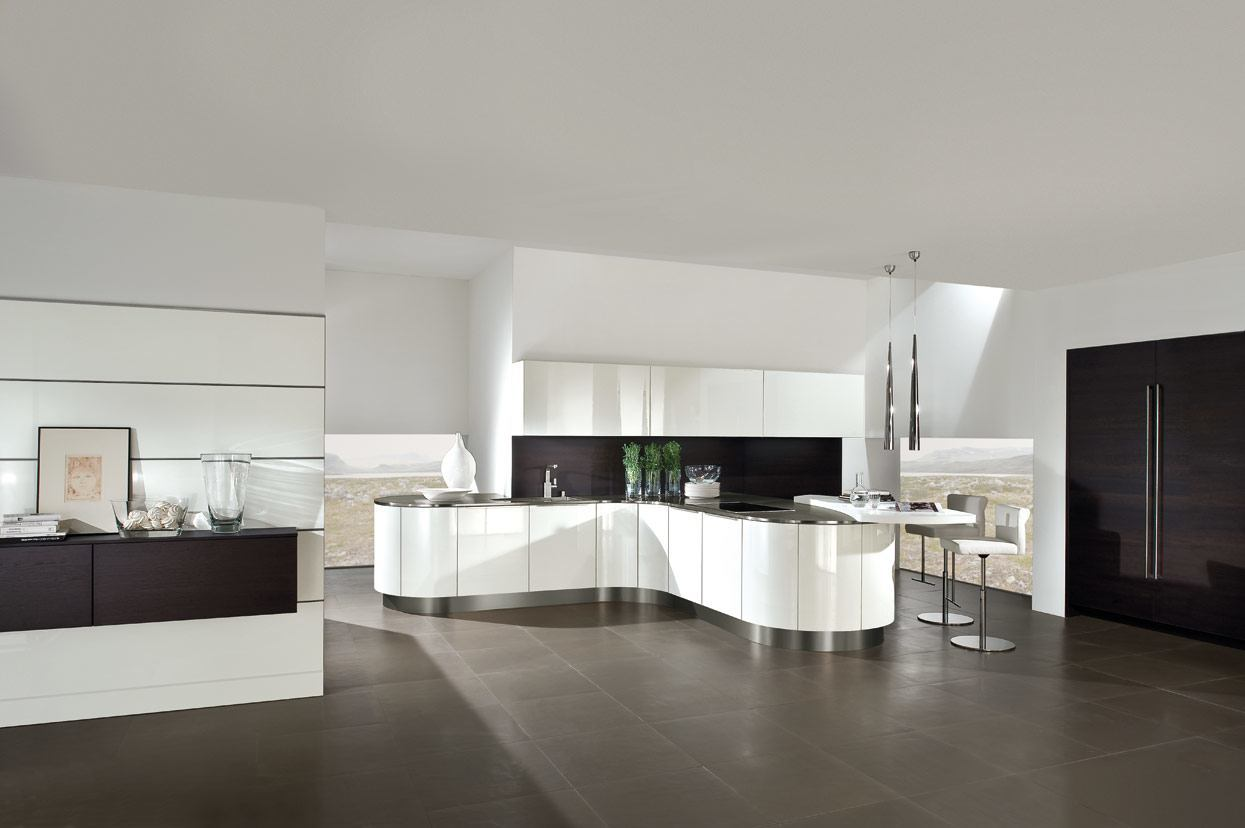 K and I Kitchens - high gloss lacquer interacts with dark oak