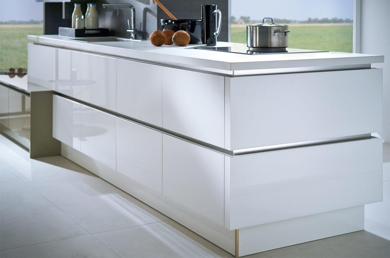 K and I Kitchens - acrylic and high-gloss varnish
