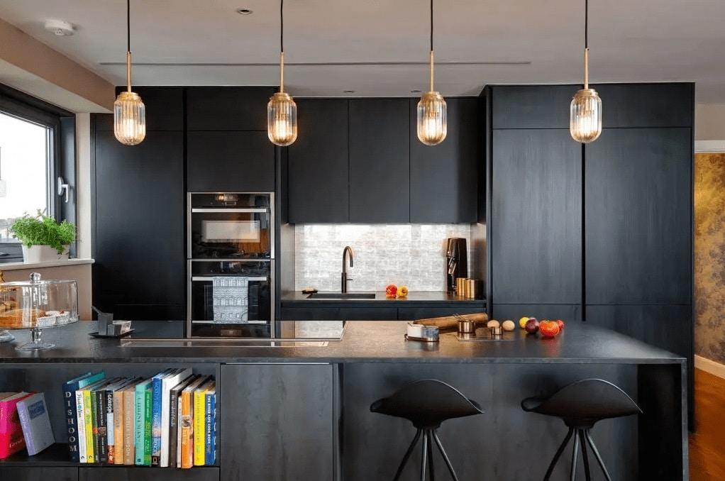Stunning Modern Black Kitchen